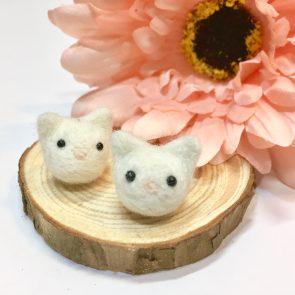 豆點動物耳環 – 白貓