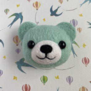 動物頭心口針 – 彩色熊仔(粉藍)