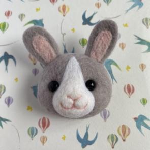 動物頭心口針 – 兔仔(灰)